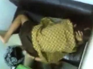 indonesia- ngintip sma berbaju batik di warnet