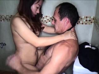 Hot amateur Thai freelance spliced no condom lovemaking session