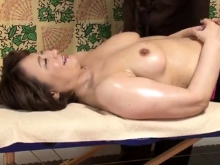 Massage girl Gigi pulls withdraw her panties