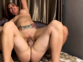 Squirting MILF and Teen Threesome